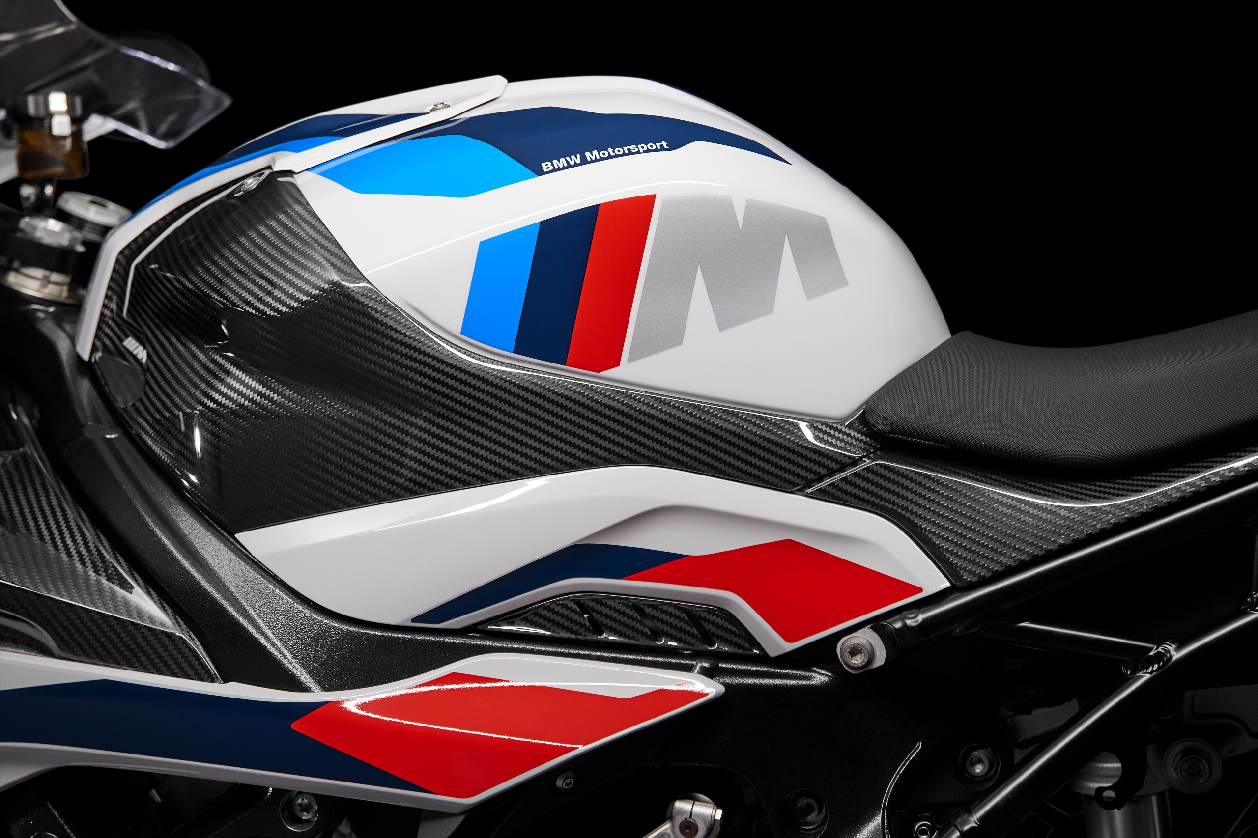 P90398271_highRes_the-new-bmw-m-1000-r
