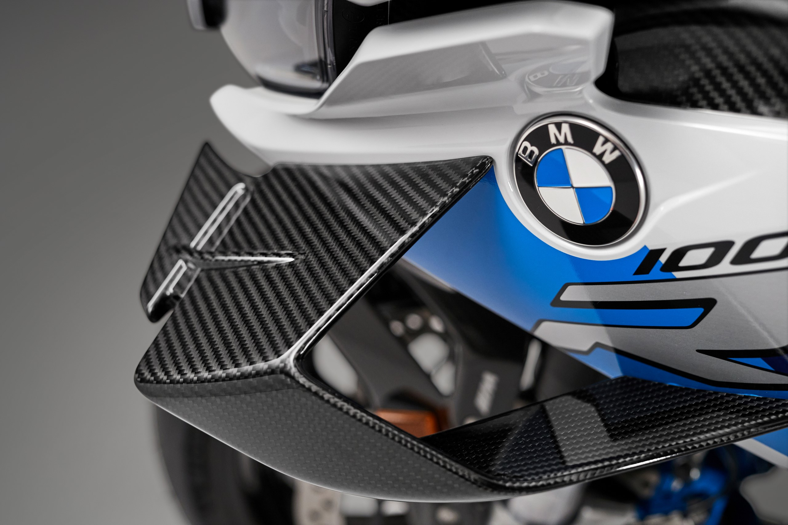 P90398275_highRes_the-new-bmw-m-1000-r