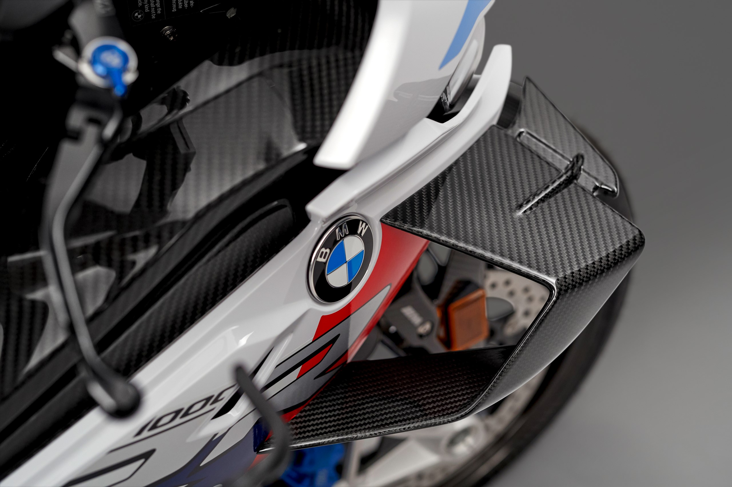 P90398276_highRes_the-new-bmw-m-1000-r