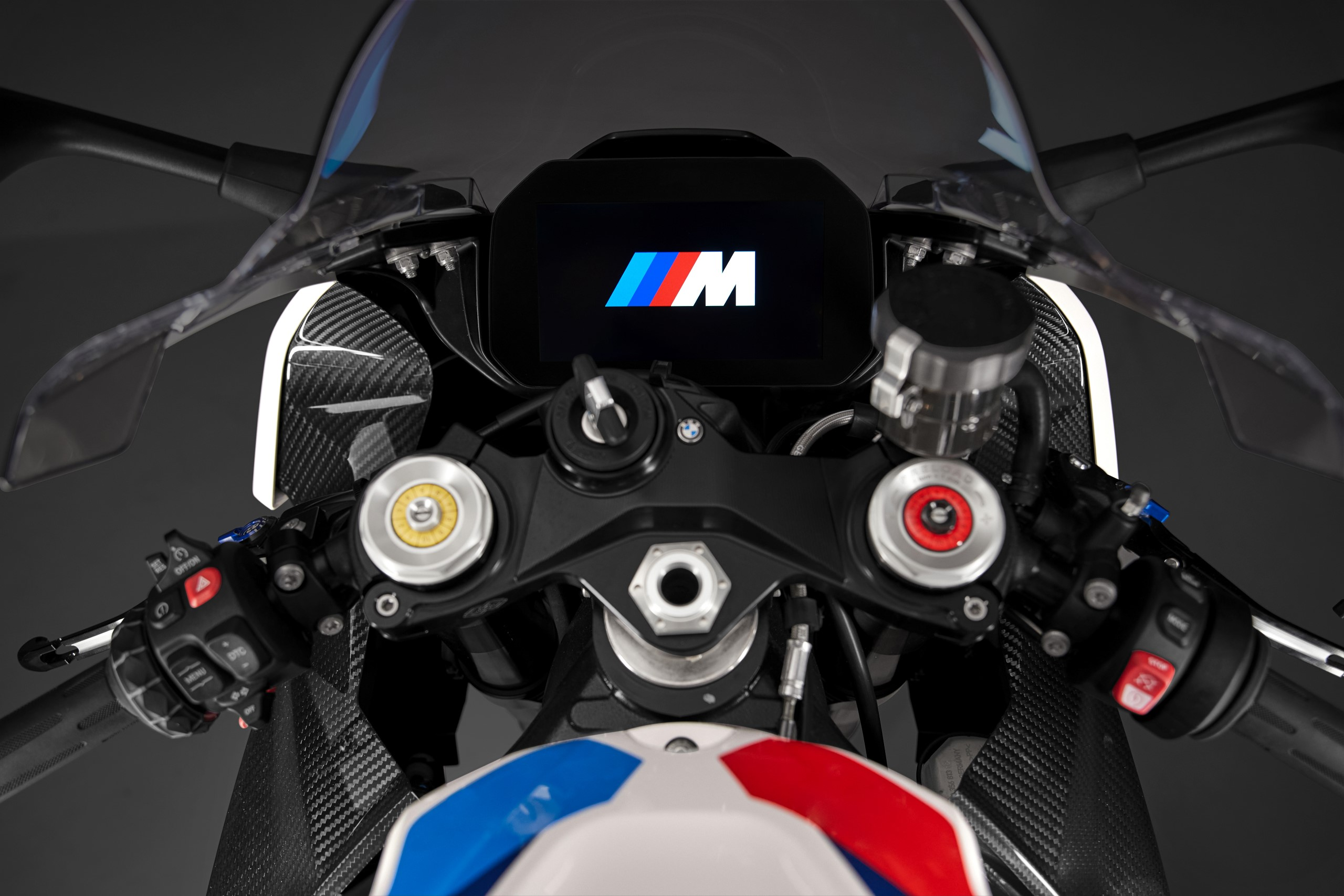 P90398272_highRes_the-new-bmw-m-1000-r