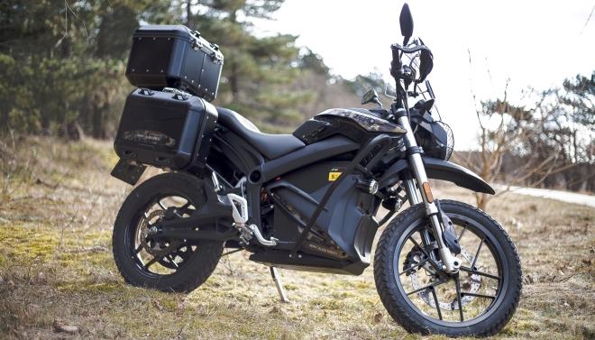 Zero DSR Black Forest Edition: la moto elettrica diventa da viaggio