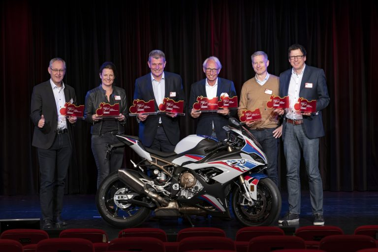 "BMW Motorrad sbaraglia la concorrenza alla ""Motorcycle of the Year"" 2019"