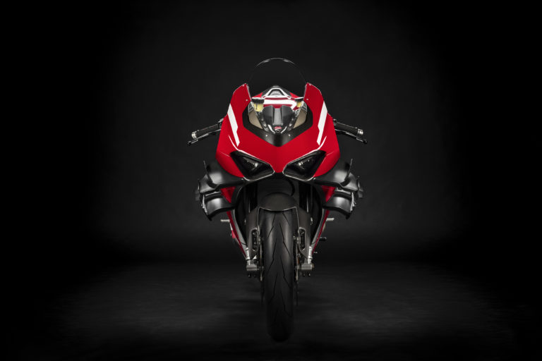 La nuova Superleggera V4 calzerà solo Pirelli