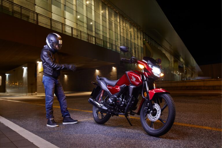 Honda CB125F my2021, si va ovunque spendendo poco